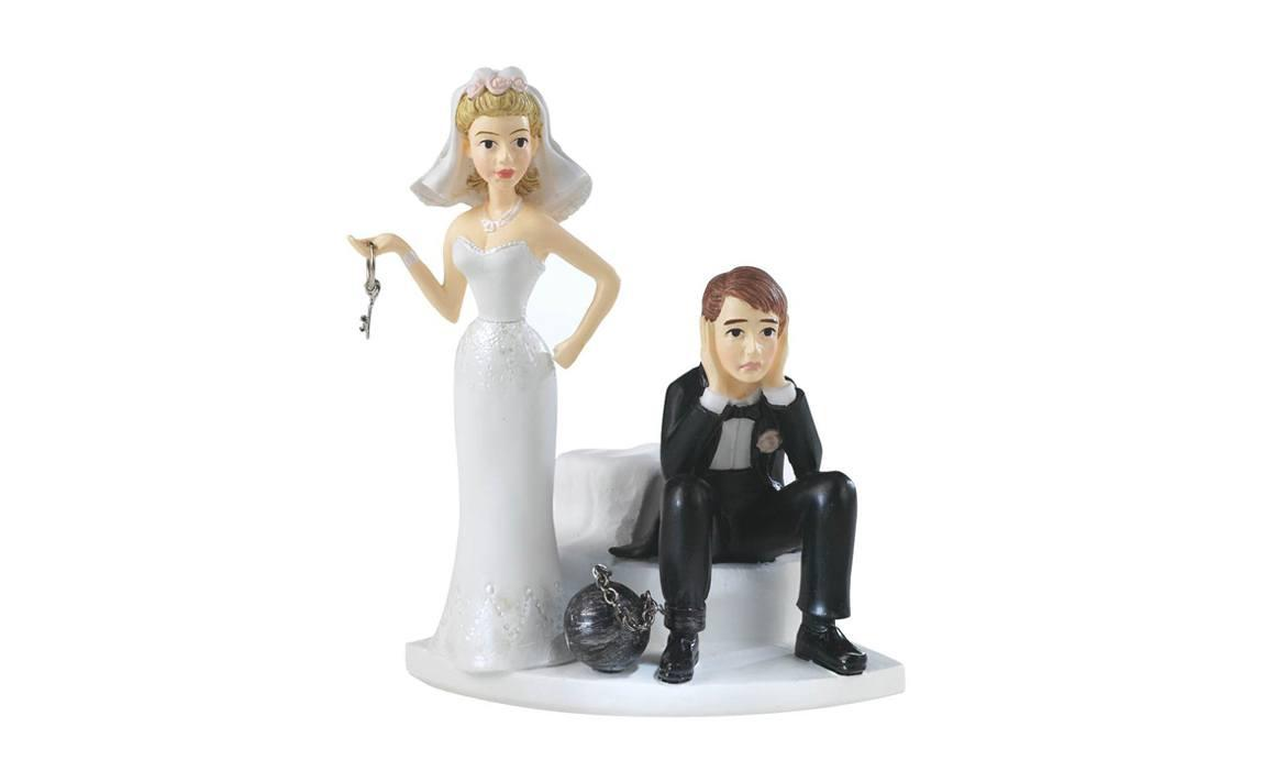 11 Hilarious Wedding Cake Toppers