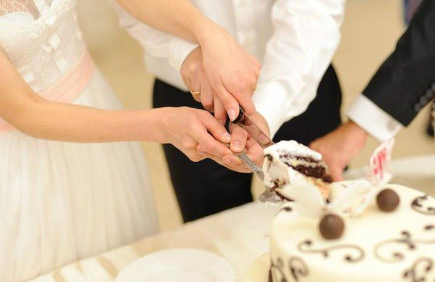 The Best Cake Cutting Songs For Your Wedding