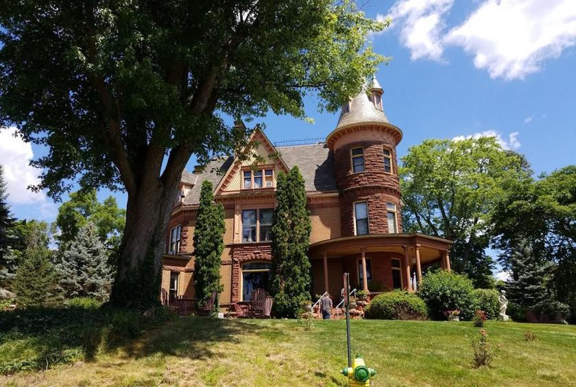 Michigan: Henderson Castle (Kalamazoo)