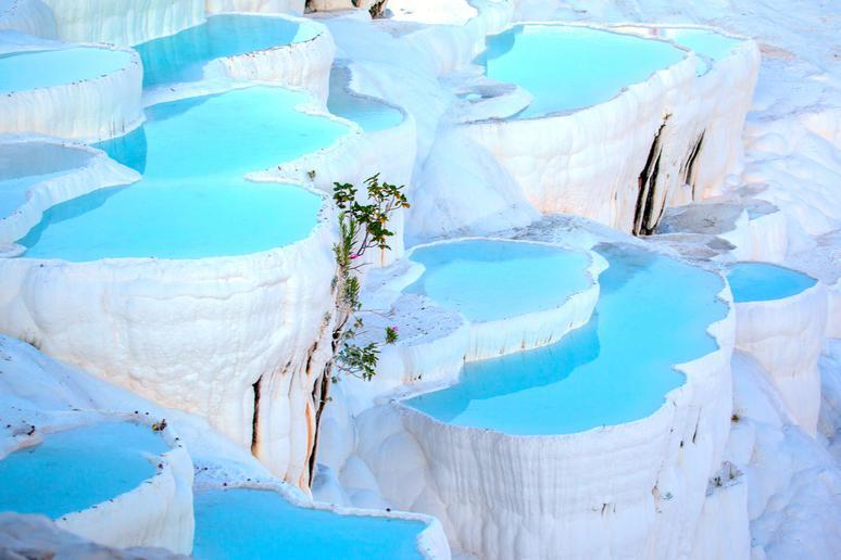 Relax with a natural spa in Pamukkale
