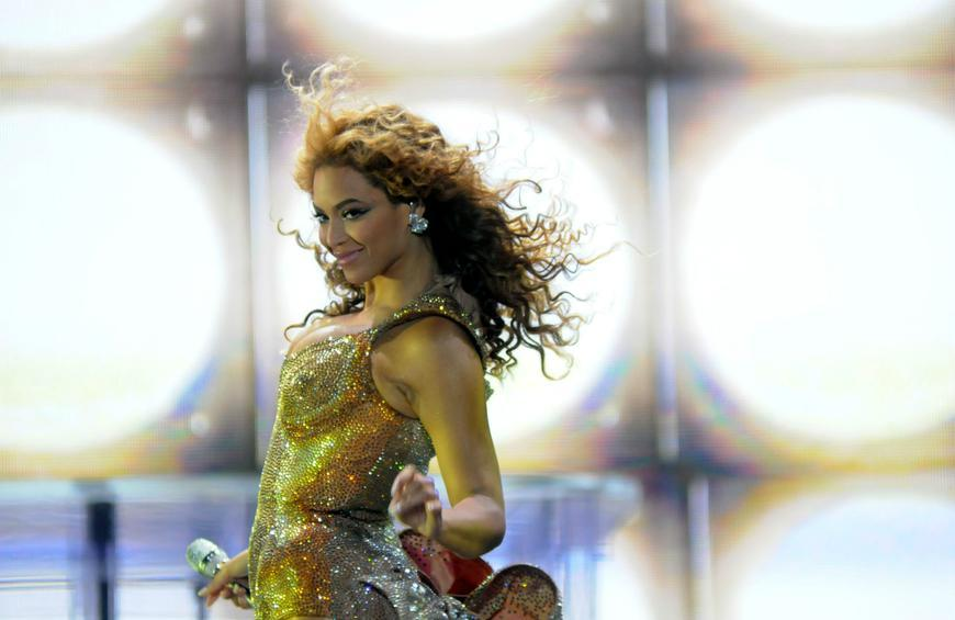 Sensational Beyonces Over The Top 3 500 Birthday Cake Took 2 Days To Make Personalised Birthday Cards Cominlily Jamesorg