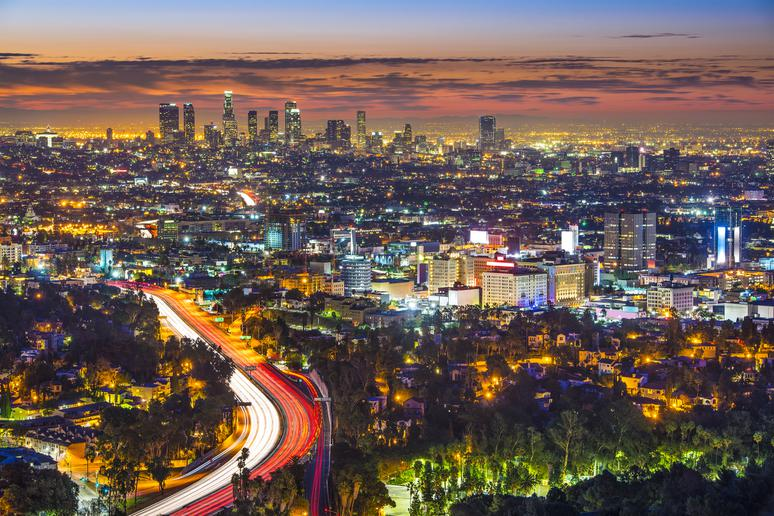 Cruise Mulholland Drive