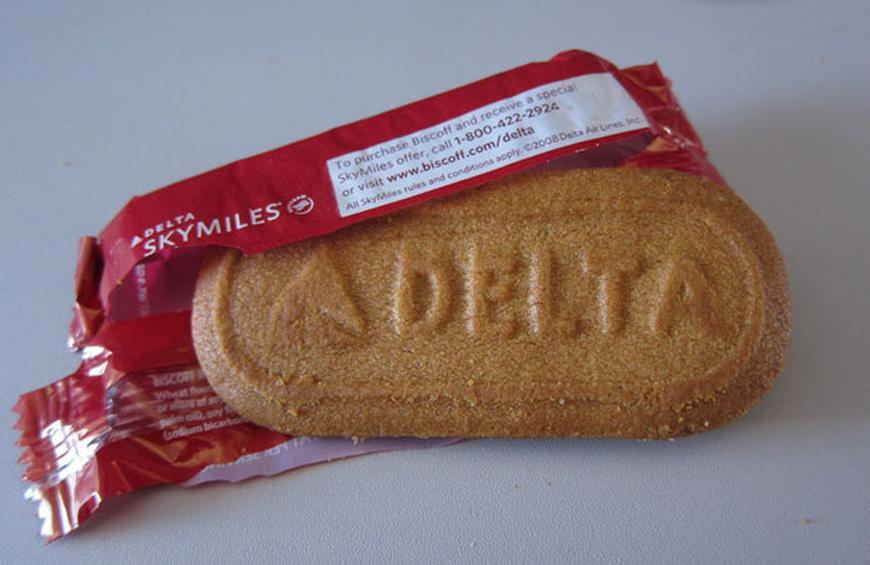 Unhealthiest and Healthiest Free Airline Snacks (Slideshow)