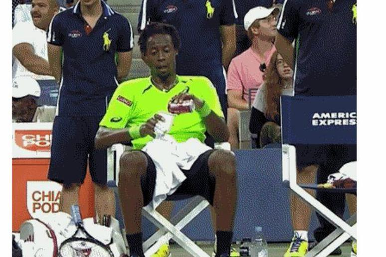 Gael Monfils Drinks a Coke in the Middle of His Match against Federer