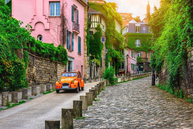 Lose yourself in the streets of Paris