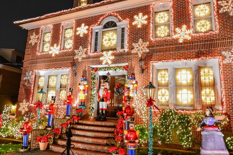 The 20 Best American Towns to Visit During the Christmas Season