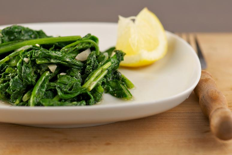 Spinach and lemon juice