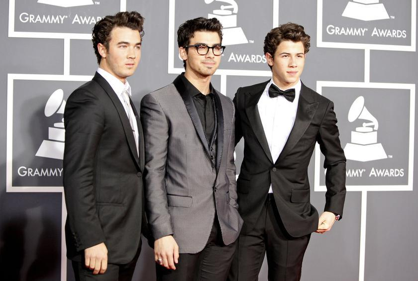 The Jonas Brothers' Family Restaurant Wants Its Waiters to Sing and Play Music