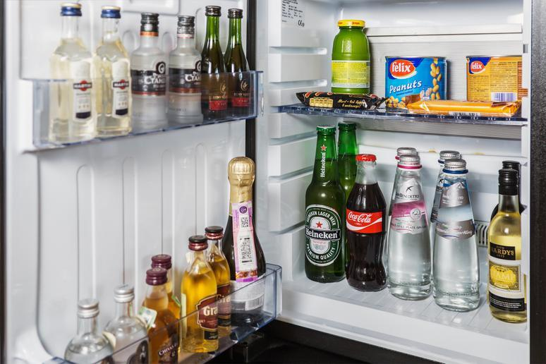 Trying to scam the minibar