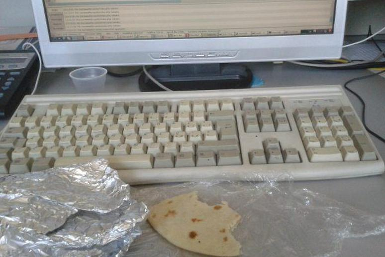 The 10 Saddest and Most Hilarious 'Sad Desk Lunches'
