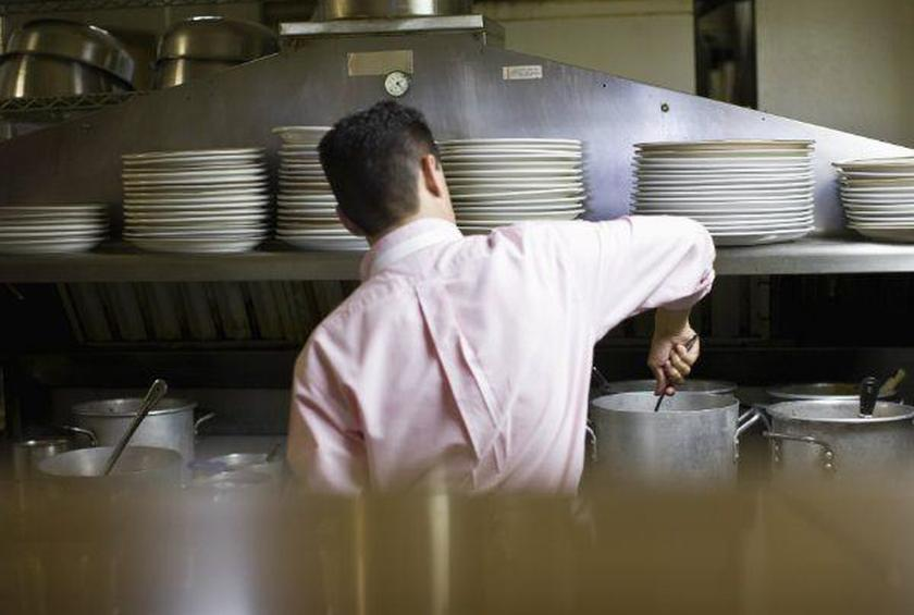 Restaurant Workers Live Close to Poverty Line, Study Finds