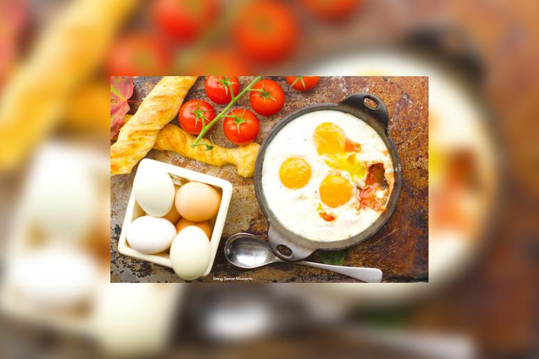 Baked Eggs With Goat Cheese and Tomato Sauce