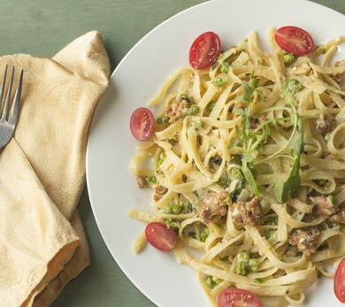 pasta alfredo with tomatoes