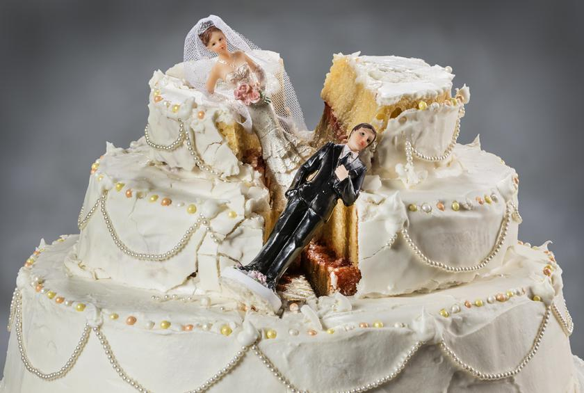 15 Worst Wedding Cake Disasters