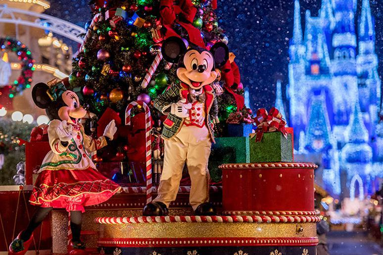 How to Do Disney on a Budget During the Holidays