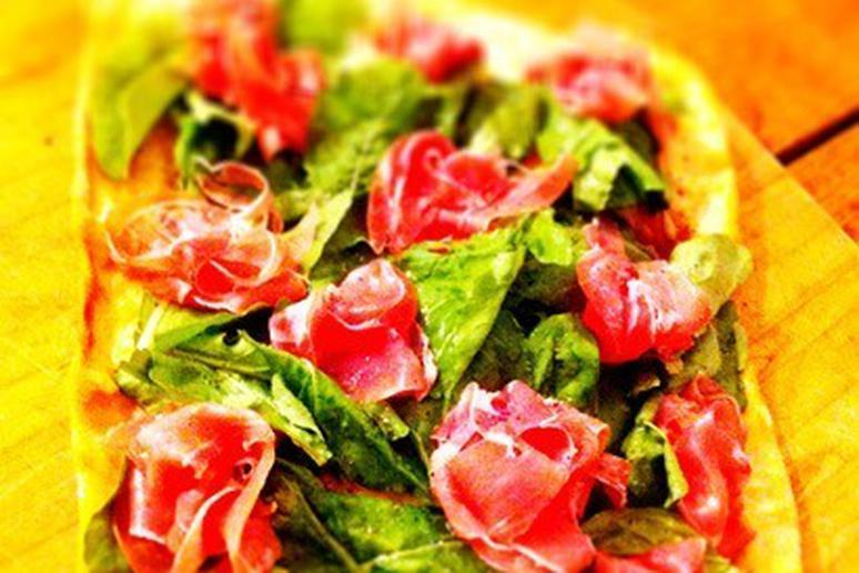 Prosciutto, Arugula, and Lemon Pizza