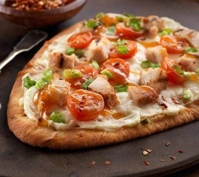 Stonefire Sweet Chili Chicken and Cheese Naan Pizza