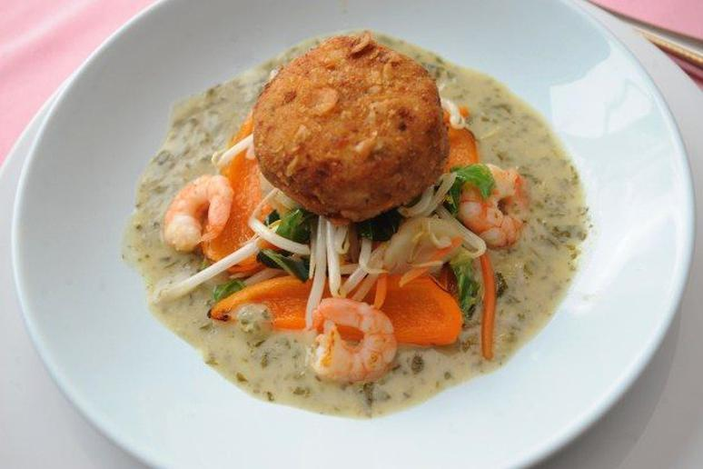 Crab Cakes with Thai Curry Sauce