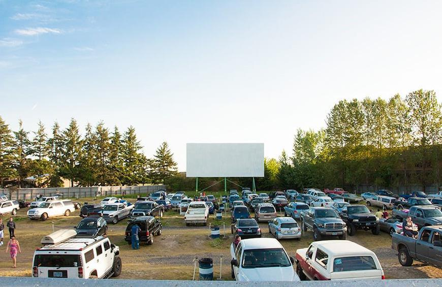 The Coolest Retro Drive In Movie Theaters In America Slideshow The Active Times