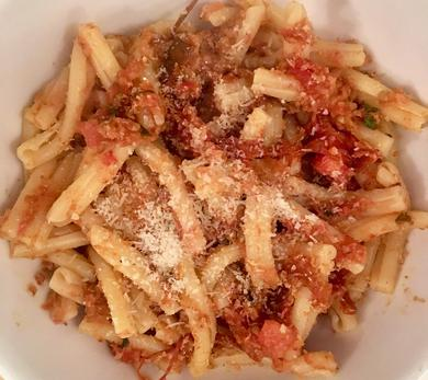 Pasta With Toasted Breadcrumbs and Tomatoes