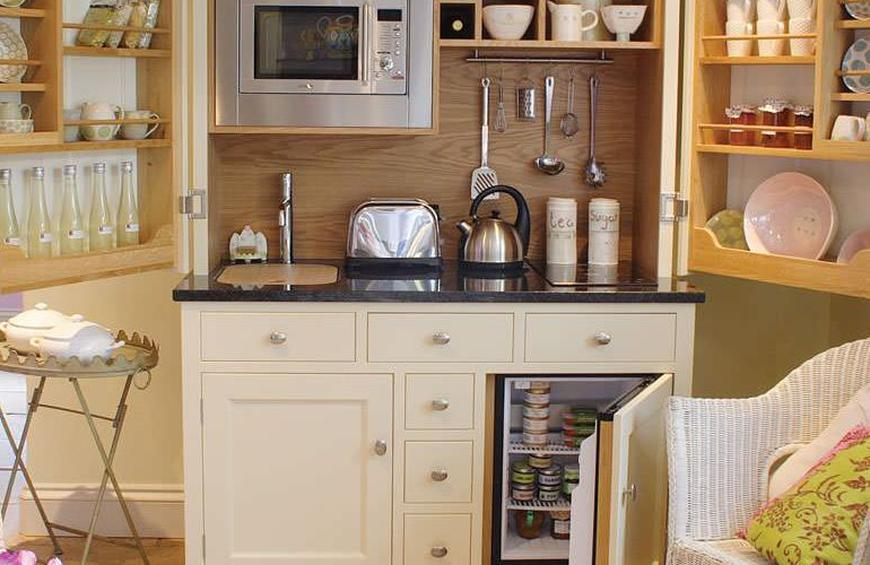 Brilliant 8 Compact Kitchenettes Bursting With Style And Function Interior Design Ideas Apansoteloinfo
