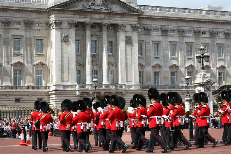Watch the changing of the guard in London