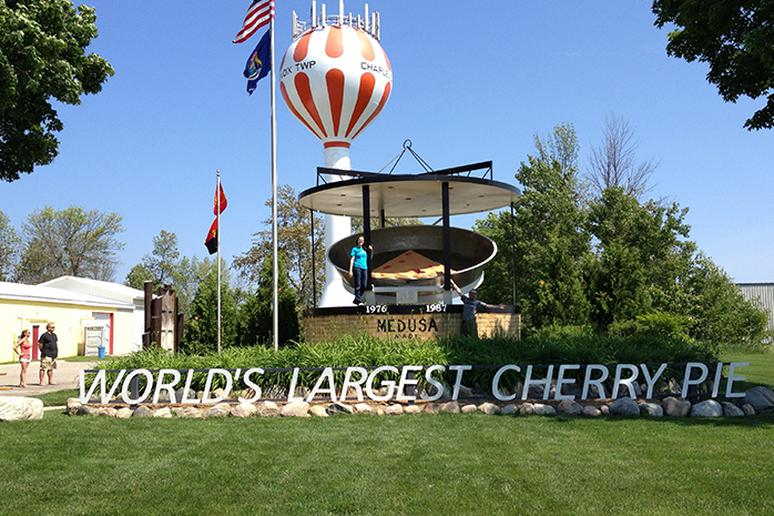 Michigan – The Largest Cherry Pie Pans