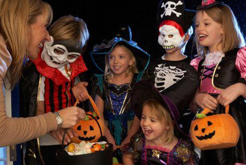 What Is Proper Trick-or-Treat Etiquette?