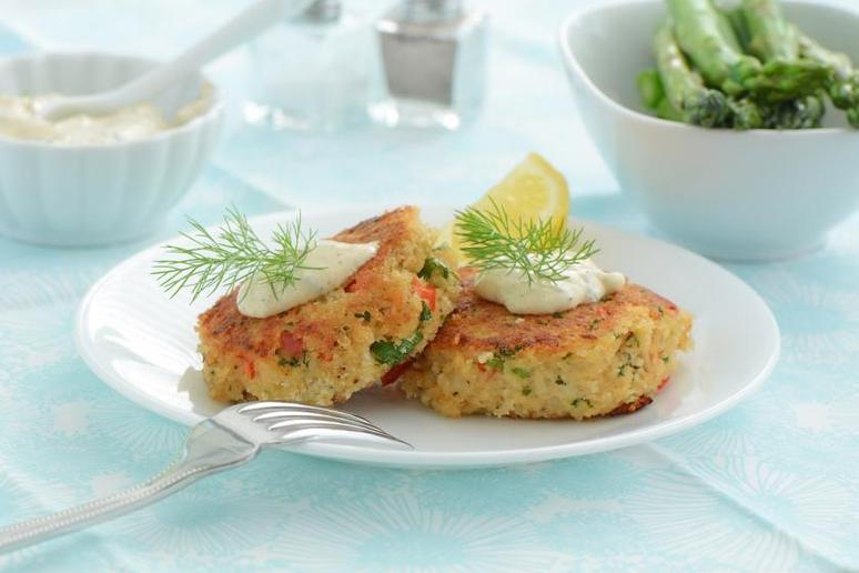 Pan-Fried Crab Cakes With Dill Sauce