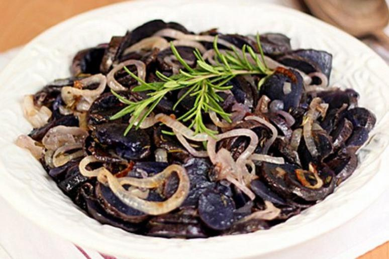 Purple Potatoes With Rosemary and Caramelized Onions