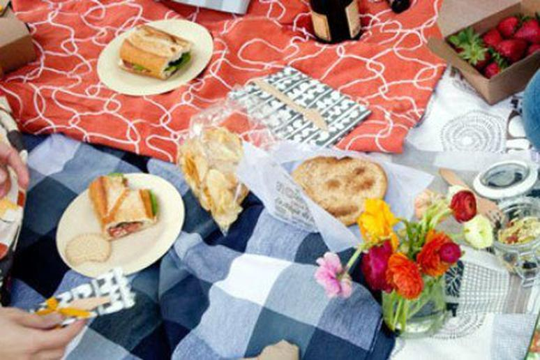 25 Romantic Little Foods to Bring on a Picnic Date