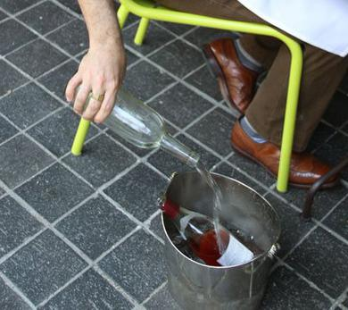 Anthony Giglio demonstrates how to create a proper wine bucket.