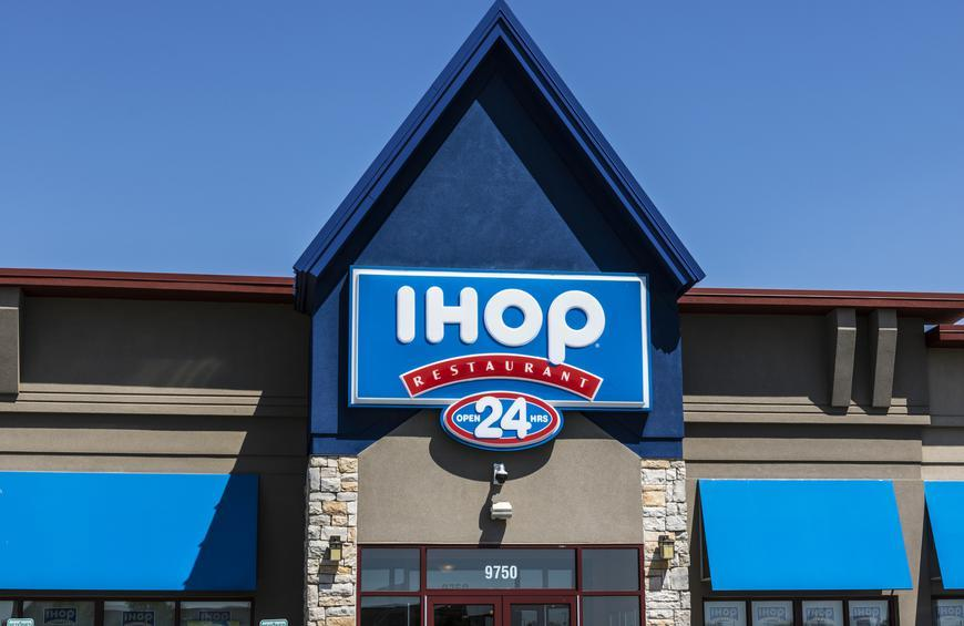 456d816b810 Twitter Is Losing It Over IHOP Changing to 'IHOb'