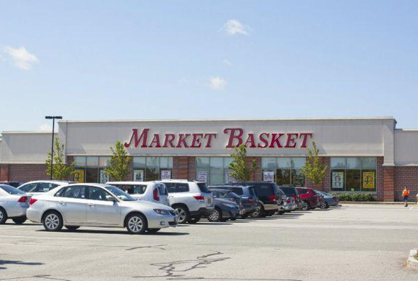 Market Basket Supermarket Chain Threatens Walkout Workers with Replacement