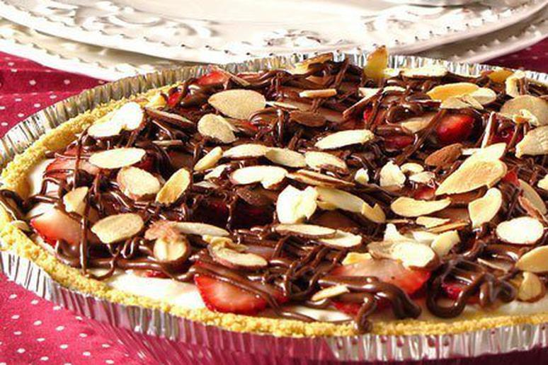 Cream Cheese Pie With Nutella and Strawberries