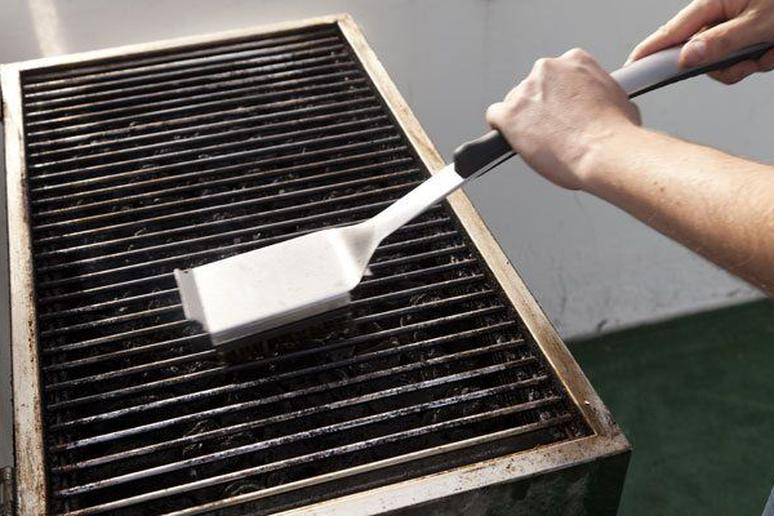 How to Clean Your Outdoor Grill in 8 Simple Steps