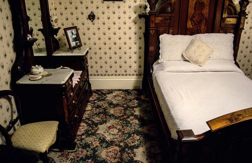 You Can Actually Spend The Night In These Haunted Hotels And Houses Slideshow The Active Times