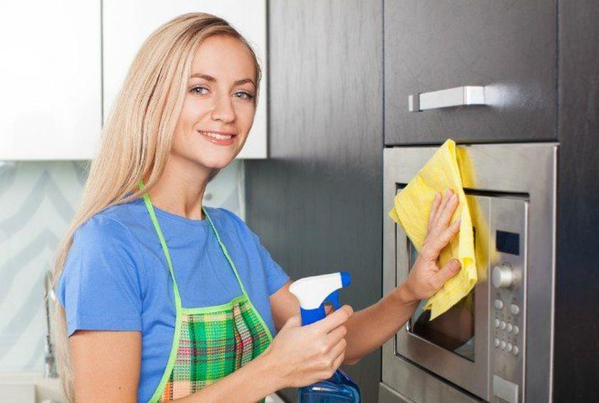 Clean Your Microwave with Steam in 7 Simple Steps