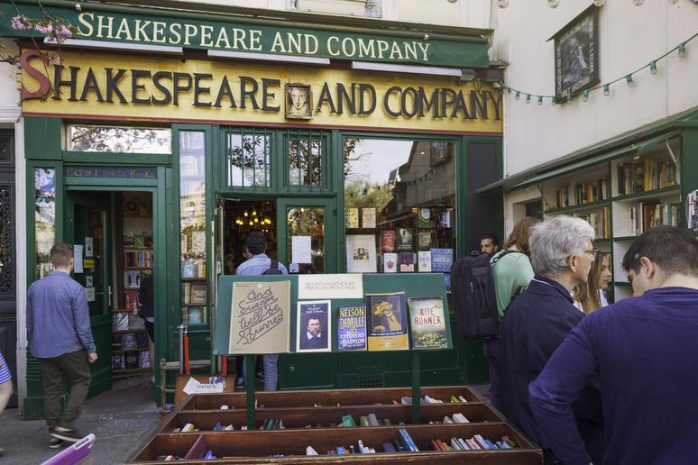 Shakespeare and Company (Paris, France)
