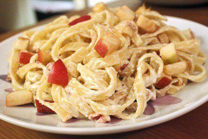 Fettuccine with Apples, Prosciutto, & Mascarpone