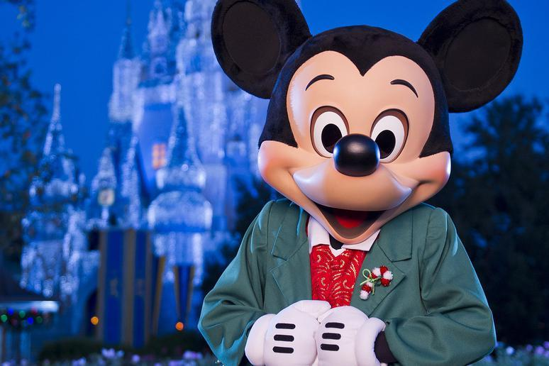 Reasons You Should Visit Walt Disney World at Christmas