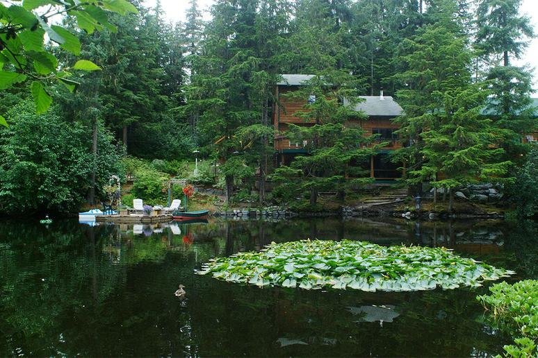 Pearson's Pond Luxury Inn and Adventure Spa (Juneau, Alaska)
