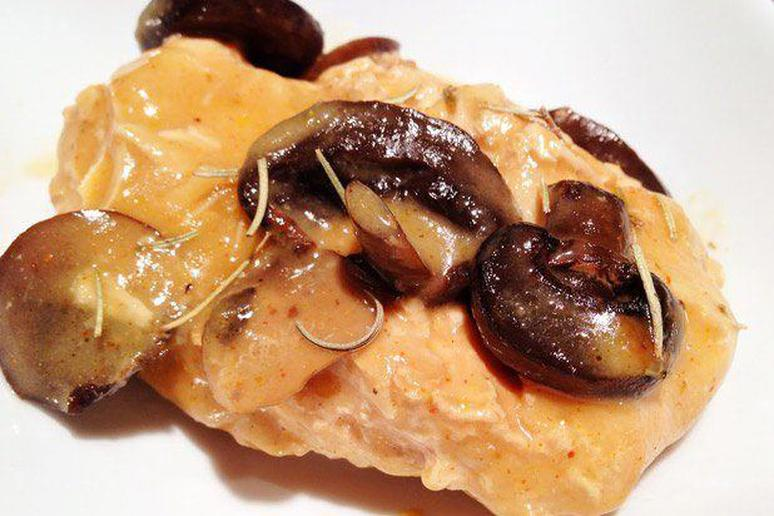 Slow Cooked Chicken Breasts with Mushroom and Rosemary Sauce Recipe