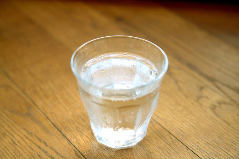Start Each Meal With a Glass of Water
