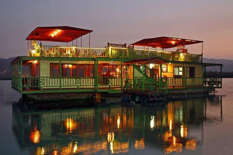The HouseBoat Grill Restaurant