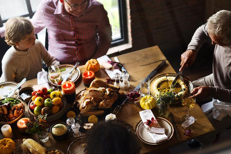 Therapists' Advice for Surviving Thanksgiving With a Dysfunctional Family