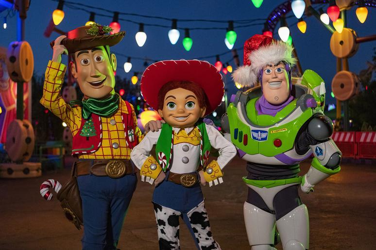 Christmas Overlays in Toy Story Land
