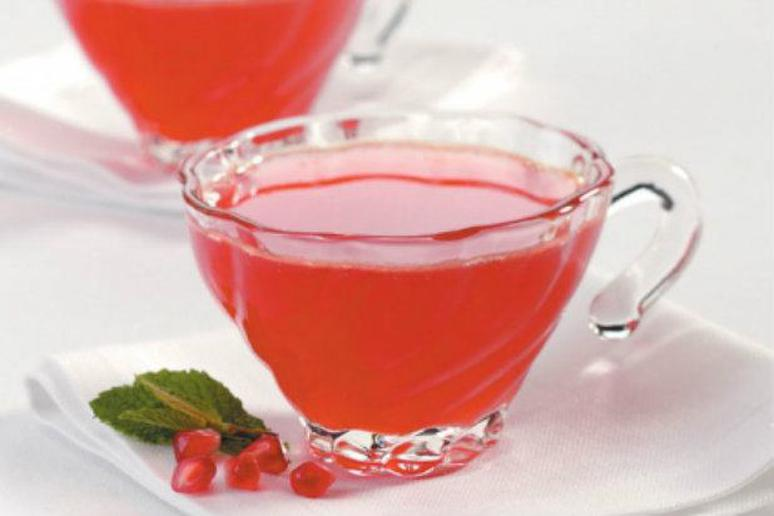 Slow Cooker Mulled Pomegranate Sipper