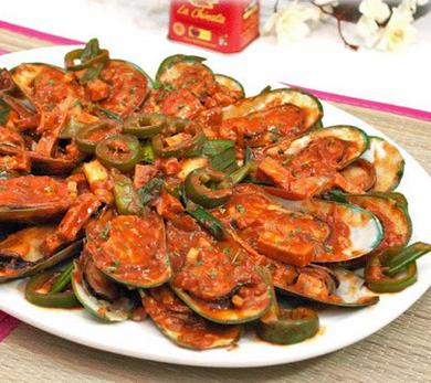 Mussels and Tofu in Sweet Smoked Paprika Sauce