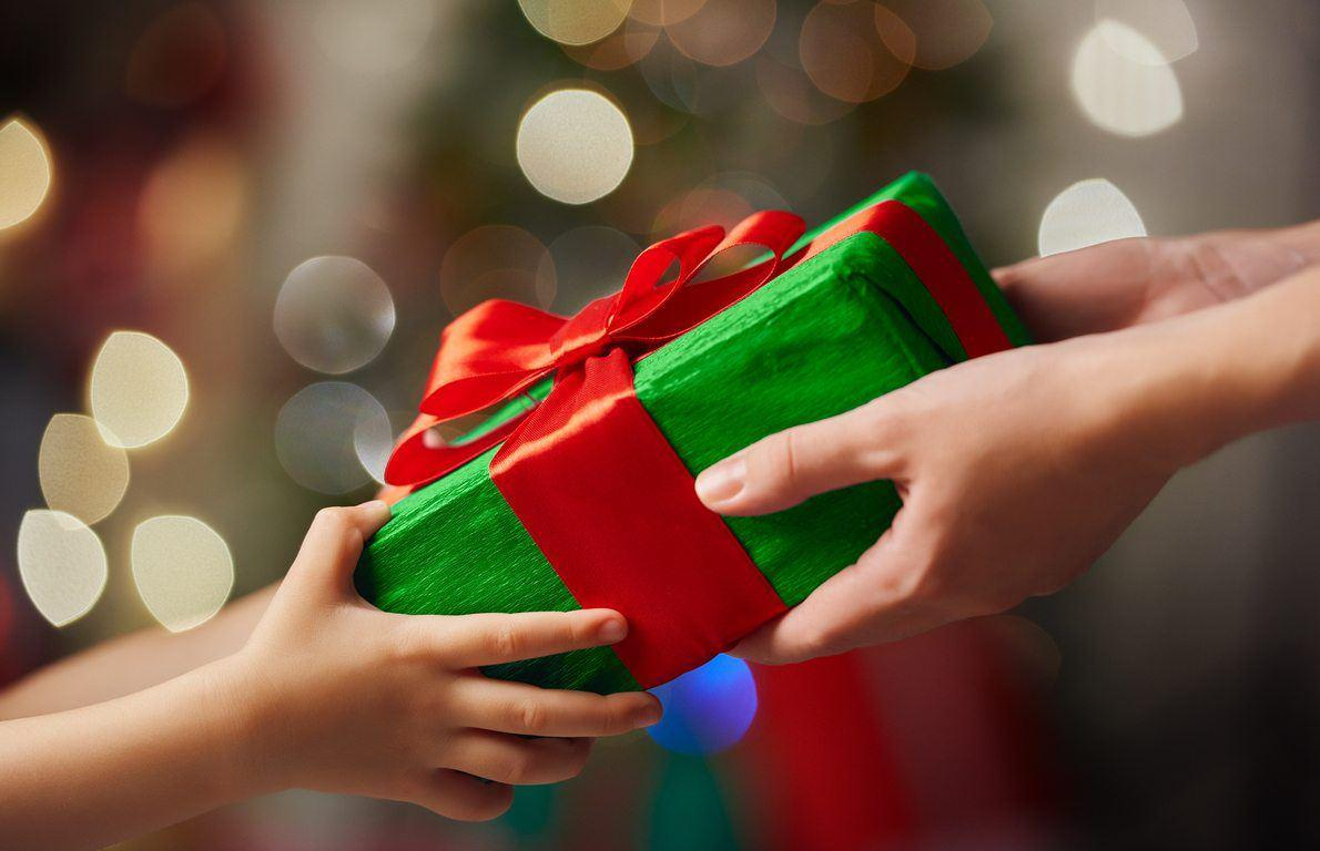 10 Gift Exchanging Games To Play On Christmas That Aren T White Elephant Slideshow